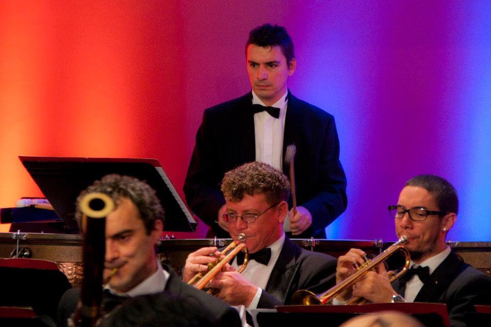 Francisco Sánchez, un músico villenense en las orquestas sinfónicas de Paraguay.