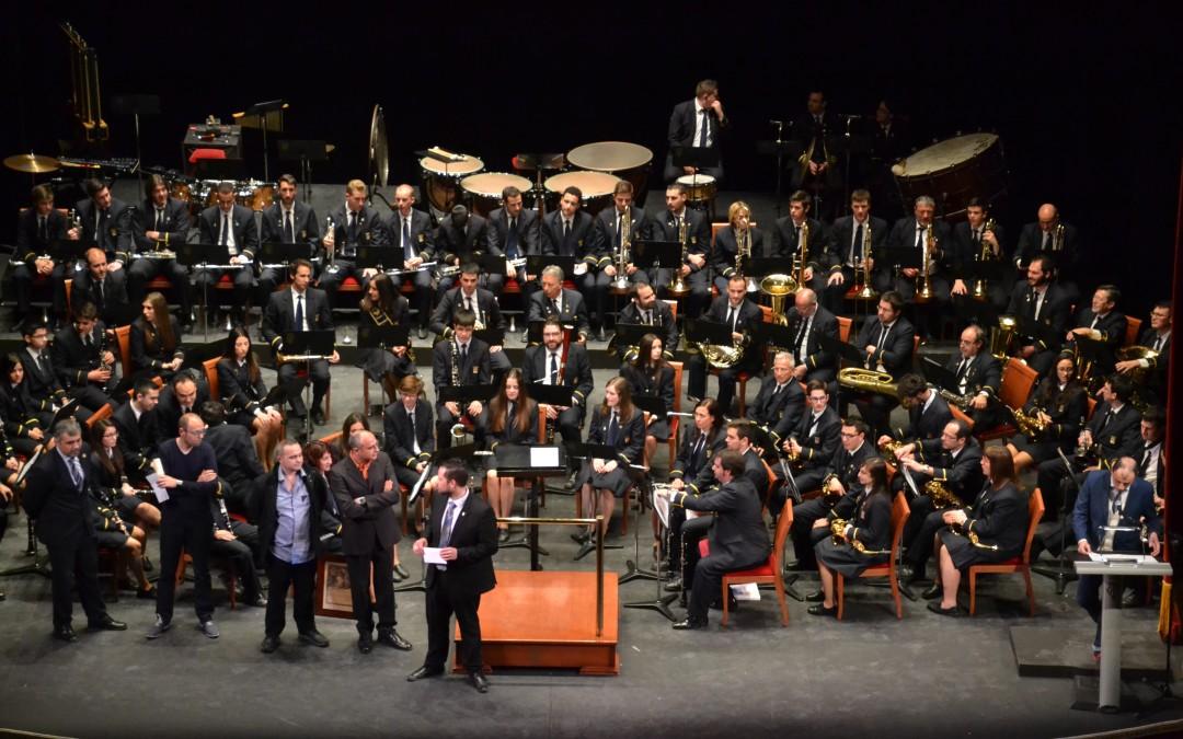 La Entrada : la Banda Municipal desata la emoción y el júbilo en Villena.